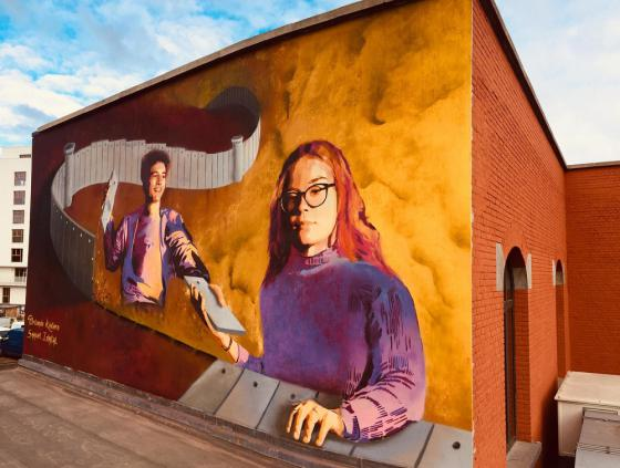 Une fresque d'art urbain à l'Athénée Marguerite Yourcenar
