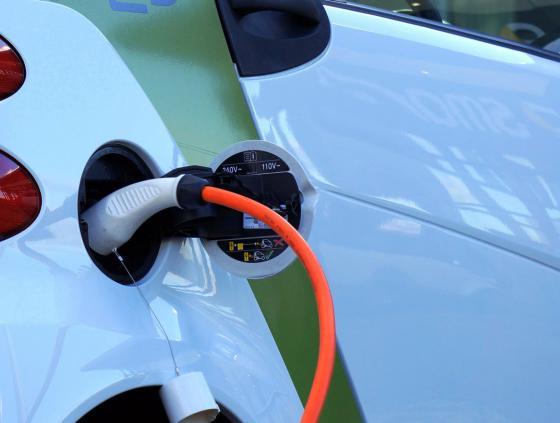 Première borne de recharge publique pour voitures électriques