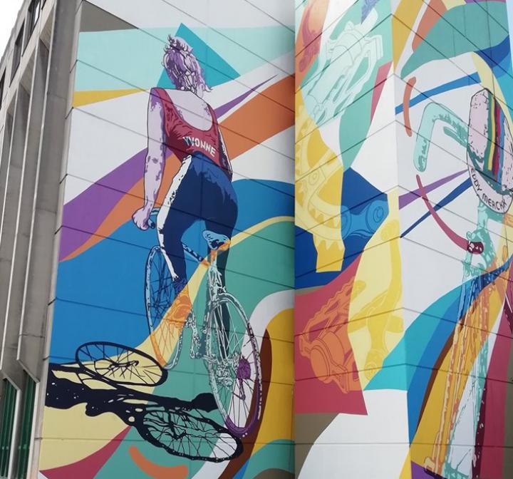 Une fresque street art dédiée au Tour de France